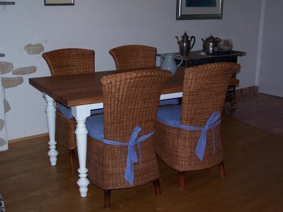 Weisser tisch mit dunkler platte elegant einrichten for Weisser esszimmertisch
